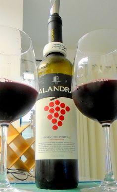Um vinho muito bom, produzido pela Herdade do Esporão, em pleno coração do Alentejo, a 180 km ao sul de Lisboa, em Reguengos de Mosaraz. Utiliza em sua composição as castas moreto e castelão, nativas de Portugal. Boa fruta (uvas e amoras), com pouca presença do álcool. Uma cor rubi muito bonita, com formação de lágrimas em virtude de seu teor alcoólico (13%). No copo, de início, lembra terra molhada.