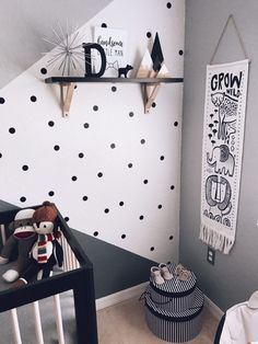 A monochrome zoo nursery. Babies see everything in black, gray and white in the beginning. This room is inspired by just that🌼 Zoo Nursery, Grey Nursery Boy, White Nursery, Project Nursery, Nursery Neutral, Zoo Project, Unisex Kids Room, Baby Room Boy, Polka Dot Walls
