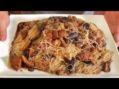 This 猪脚米粉 is one of our comfort food and convenience food as well. It's like getting microwaved meals from except there's no need to walk to for th. Pig Trotter Recipe, Chinese Mushrooms, Asian Recipes, Ethnic Recipes, Cooking Videos, Convenience Food, Tasty Dishes, Chinese Food, Super Easy
