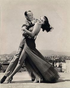 Rita Hayworth and Fred Astaire Dancing Rita Hayworth & Fred Astaire. We always associate Fred Astaire with Ginger Rogers. However, Astaire admitted the person he most loved dancing with was Rita Hayworth. Old Hollywood Glamour, Golden Age Of Hollywood, Hollywood Stars, Classic Hollywood, Hollywood Hills, Hollywood Sign, Vintage Hollywood, Fred Astaire, Rita Hayworth