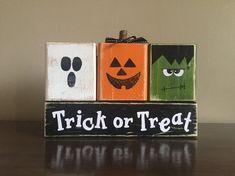 Halloween Blocks, Halloween Wood Signs, Halloween Wood Crafts, Halloween Projects, Diy Halloween Decorations, Fall Halloween, Holiday Crafts, Halloween Decorating Ideas, Country Halloween