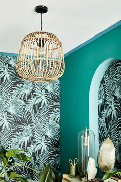 Simple room: ideas for decorating a room with few features - Home Fashion Trend Motif Jungle, Jungle Bedroom, Window Display Design, Mid Century Modern Living Room, Geometric Decor, Tropical Style, Salon Style, Blue Rooms, Headboards For Beds