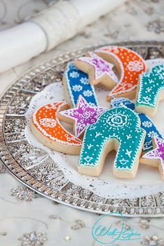 T'is the season to bake Eid cookies. Love the vibrant cookies and the Islamic shapes. Perfect for the occasion.