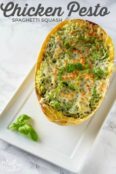 Chicken Pesto Oven Baked Spaghetti Squash Bowls This Chicken Pesto Spaghetti Squash is an oven baked spaghetti squash recipe that is bursting with flavor. Chicken and Pesto combine for a flavorful spaghetti squash recipe that everyone will enjoy. Oven Baked Spaghetti Squash, Spaghetti Squash Casserole, Baked Squash, Healthy Spaghetti Squash Recipes, Spaghetti Squash With Chicken, Spagettie Squash Recipes, Spagetti Squash Chicken, Spaghetti Dinner, Spaghetti Recipes