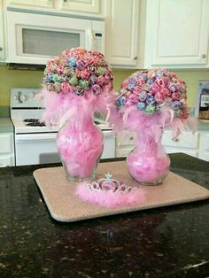 Pink boa feathers filled in a glass vase with suckers. Great for fall time. Just fill with leaves or something else.Lollipop Bouquet ~ for a centerpiece that does double duty as party favorsCute centerpiece idea for girls birthday party by janThe Chi Princess Birthday, Girl Birthday, Cake Birthday, Birthday Ideas, Birthday Diy, Birthday Gifts, Birthday Crowns, Girls Birthday Parties, Barbie Birthday Party Games