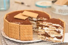 mascarpone and Nutella torte. Layers of gram crackers and marshmallow fluff and nutella, Texture crunchy and creamy Cookie Desserts, Sweet Desserts, No Bake Desserts, Sweet Recipes, Kolaci I Torte, Biscuit Cake, Galette, Sweet Cakes, Ice Cream Recipes
