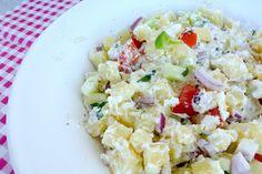 Deze mediterraanse aardappelsalade is super lekker en heel erg simpel om te maken. Serveer hem bijvoorbeeld met een stukje vlees.