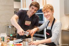 In der #Miele Gallery fand im Rahmen der diesjährigen #Berlin Food Week so einiges statt. Mit dabei waren Kristof Mulack vom #Mulax und Jörn Gutowski von #TryFoods mit ihrem Probier- und Genusserlebnis Salz und Pfeffer, das Dinner mit und von Steffen Sinzinger und Ailine Liefeld und nicht zu vergessen #Brotliebling mit ihren zwei Brot-Workshops. Hier eine kleine Rückschau. #berlinfoodweek14