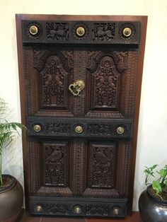 ideas for wooden door diy projects Wooden Main Door Design, Front Door Design, Exterior Door Colors, Exterior Doors, Chettinad House, Best Front Doors, Pooja Rooms, Antique Doors, Door Makeover