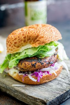 This juicy Peri Peri chicken burger is perfect for Nando lovers. The homemade marinade takes the humble chicken breast and turns it into a juicy and delicious dinner. Plus the fennel slaw!!! Oh so refreshing and perfect against the slight spicy of the burger. Recipe from Sprinkles and Sprouts | Delicious food for easy entertaining.