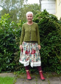 Rock Ewa i walla Strickjacke Kerstin Gudrun Sjöden, Stiefelchen GS Mature Fashion, Quirky Fashion, Boho Fashion, Womens Fashion, Gudrun, Funky Outfits, Look Plus, Granny Chic, Advanced Style