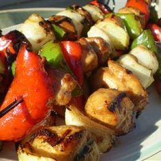 chicken kabob marinade Honey chicken kabobs with veggies. You can marinate overnight and make these kabobs for an outdoor barbecue as a tasty alternative to the usual barbecue fa Honey Chicken Kabobs, Chicken Kabob Marinade, Chicken Kabob Recipes, Cooking Red Potatoes, Cooking Games For Kids, Ribs On Grill, How To Cook Asparagus, Chicken And Vegetables, Lasagna