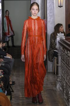 #Valentino #fashion #Koshchenets Valentino Pre-Fall 2017 Collection Photos - Vogue