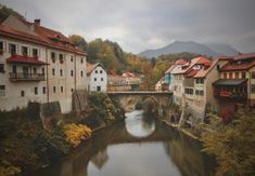 What are Some Mind-Blowing Facts about Slovenia? Autumn Leaves Wallpaper, Fall Wallpaper, Tourist Places, Tourist Spots, Autumn Photography, Travel Photography, Free Photography, Beautiful Places To Visit, Cool Places To Visit