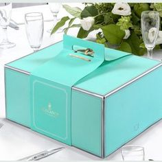beautiful cake box, click it for more detail.we can customize your box with great artwork. Cake Boxes Packaging, Baking Packaging, Dessert Packaging, Food Packaging Design, Packaging Design Inspiration, Bakery Box, Bakery Cafe, Bakery Shops, Bakery Design