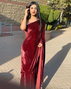 Stylish Sarees, Trendy Sarees, Stylish Dresses, Formal Dresses, Dress Indian Style, Indian Dresses, Indian Outfits, Pakistani Dresses Casual, Pakistani Dress Design