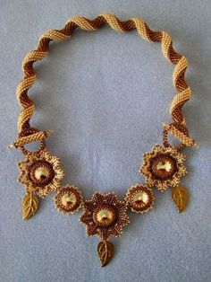 Laurelin : bronze and gold stitched necklace - Indespiral pattern