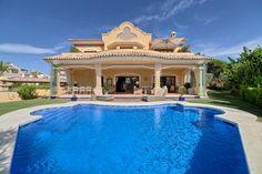 5-bed-Detached Villa for Sale in Elviria