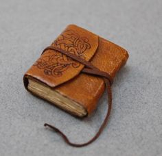 EV Miniatures: Personal Leather bound Journal in 1/12 scale.