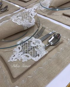 table napkin layout – Home Decorating Burlap Crafts, Decor Crafts, Diy And Crafts, Lace Runner, Creation Deco, Diy Easter Decorations, Burlap Lace, Napkin Folding, Felt Christmas Ornaments