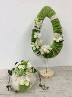 Easter Flower Decorations & Centerpieces that'll spreads the festive charm in the most beautiful way - Hike n Dip Easter Flower Arrangements, Flower Centerpieces, Floral Arrangements, Easter Centerpiece, Easter Plants, Easter Flowers, Easter Tree Decorations, Easter Wreaths, Easter Decor