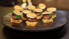 kleine wildburgers met veenbessen en appel