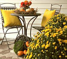 Díszítő ötletek ősz sütőtök és sárga krizantém