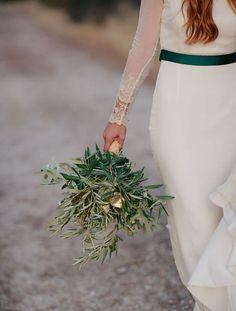 Cómo utilizar las hojas del olivo en la decoración de tu boda. Una tendencia súper romántica, bohemia y rústica.