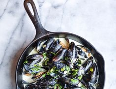Easy classic French mussel recipe in a white wine cream sauce Healthy Recipes On A Budget, Healthy Crockpot Recipes, Healthy Meals For Kids, Cooking Recipes, Easy Recipes, Delicious Meals, What's Cooking, Healthy Eating, French Tips