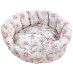 Super lovely pet bed by Cath Kidston. Definitely want one for my cat, Tilly. She's such a precious little fairy, she needs a fairy-like bed. Cath Kidston Dog Bed, Cath Kidston Fabric, Creative Beds, Round Dog Bed, Dog Beds For Small Dogs, Shabby Cottage, Shabby Chic, Dog Wear, Pet Home
