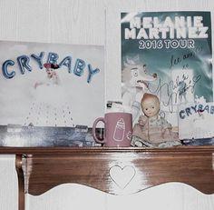 Pienso decorar asi mi habitacion ya compre el cd y  todo lo demas :3