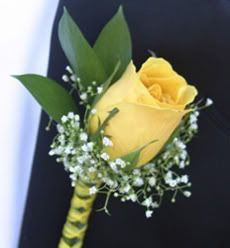boutineer-- notice the stem is tied like the girls bouquet