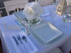 Diner en Blanc Vancouver 2015 Rehearsal Dinner Outfits, Rehearsal Dinners, White Table Settings, Pop Up Dinner, All White Party, 35th Birthday, Le Diner, Outdoor Dining, Tablescapes
