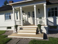 Front Verandah, Front Door Porch, Porch Steps, Front Steps, House With Porch, Decks And Porches, Cottage Style, House Tours, Beautiful Homes