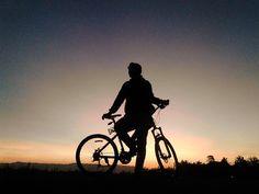 a beautiful sunset from @ardianrkh a good sign for tomorrow morning! selamat hari raya Idul Adha #pacificbikerider :) #silhouette #mountainbike #pacificbikes #sepeda #sepedagunung #mtbindonesia #sunset #photo