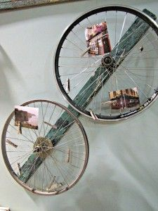Old bike wheels on board to display photos; Decorating on a Dime with Flea Market Finds | 2nd Hand Social