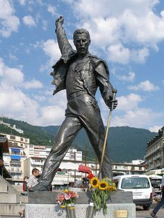 """A Jurubeba Cultural:              ● A Arte... As esculturas urbanas. (""""Freddie Mercury""""*, Quai de la Rouvenaz, Montreux, Suiça Criação de Irena Sedlecká (1928). Escultora da Republica Checha (Plzeň),"""