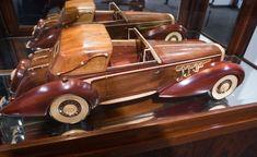 Mullin Auto Museum - No cars - PentaxForums.com