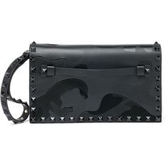 Valentino Rockstud Camouflage Leather Flap Clutch (223805 DZD) ❤ liked on Polyvore featuring bags, handbags, clutches, apparel & accessories, black, black leather clutches, black handbags, camo handbags, black purse and black leather handbags