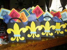 cub scout blue and gold banquet centerpieces   These favors were done for a Cub Scouts Blue & Gold event.