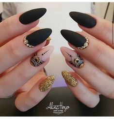 Acrylic Nails Ideas That You Can't Pass By Love the ring finger design/color. Good lengthLove the ring finger design/color. Stiletto Nails, Coffin Nails, Ring Finger Design, Mandala Nails, Black Nail Art, Hot Nails, Super Nails, Trendy Nails, Nail Artist