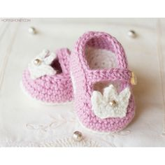 If you have a sweet little princess in your life, these adorablefeminine booties would complete any outfit whilst keeping those tiny tootsies warm and cosy!