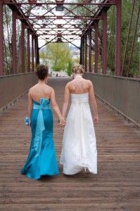 bride and maid of honor photo shoot