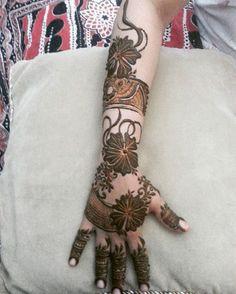 Instagram photo by noorinatameem Henna Hand Designs, Mehndi Designs Feet, Arabic Henna Designs, Mehndi Design Pictures, Mehndi Images, Henna Tattoo Designs, Mehandi Designs, Heena Design, Dulhan Mehndi Designs