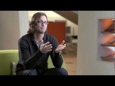 Gesture chair la prima sedia progettata per favorire l'interazione con le tecnologie di oggi. Si ispira ai movimenti del corpo. Fatta apposta per il modo di lavorare moderno.