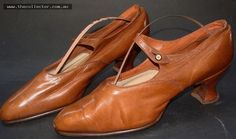 Lot 350 - Dicks 1930s tan leather Mary Jane shoes, Size 7