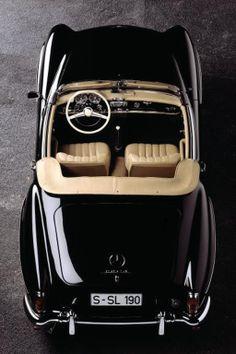 Voiture noire Mercedes SL190 de 1960