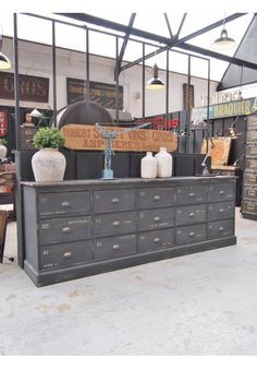 I want an industrial style decoration! The main lines. Funky Furniture, Recycled Furniture, Industrial Furniture, Vintage Industrial, Furniture Makeover, Painted Furniture, Furniture Design, Industrial Drawers, Industrial Style