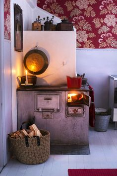 Home Decoration Apartments Old stove Country Interior, Home Interior, Interior Design, Nordic Home, Scandinavian Home, Cheap Wall Decor, Cheap Home Decor, Old Stove, Cosy Room