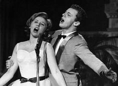 e Johnny Dorelli canta insieme  a Betty Curtis, 1959 (LaPresse)